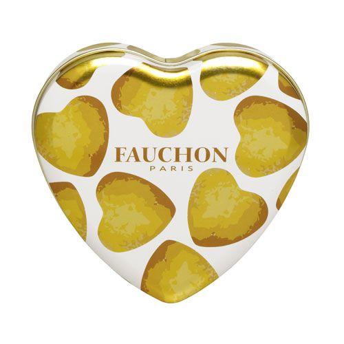 La boîte cœur garnie de biscuits FAUCHON à la vanille de Madagascar.  Une déclaration d'affection de forme et de fond pour ceux que l'on souhaite gâter avec goût.
