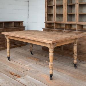 Rolling Farm Table #antiquefarmhouse