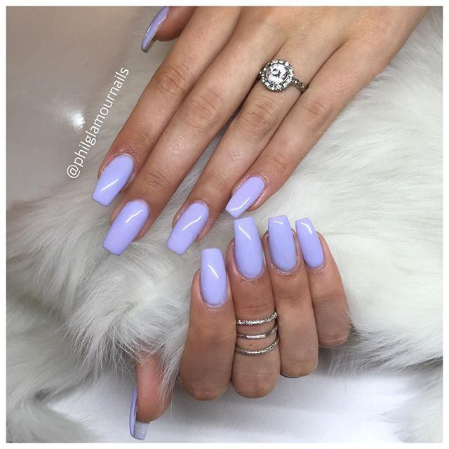 These Gorgeous Lilac Acrylic Nails Are So Chic