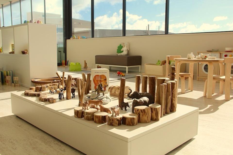Platform natural blocks animals open space kinder for Raumgestaltung schule