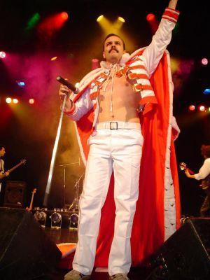 Argentino Revive Freddy Mercury Em Dr Queen No Theatro De