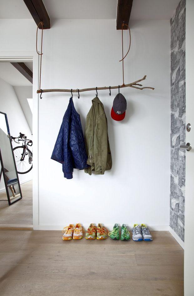 Undgå kaos og rod i dit hjem med masser af opbevaringsløsninger – både til de små og større ting. Her får du masser af gode opbevaringsidéer til entréen, badeværelset, kontoret, soveværelset, køkkenet og stuen ...