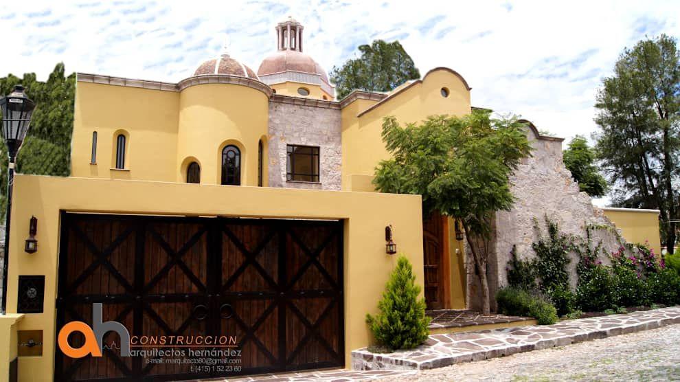 Casas ecléticas por AH Arquitectos Hernandez