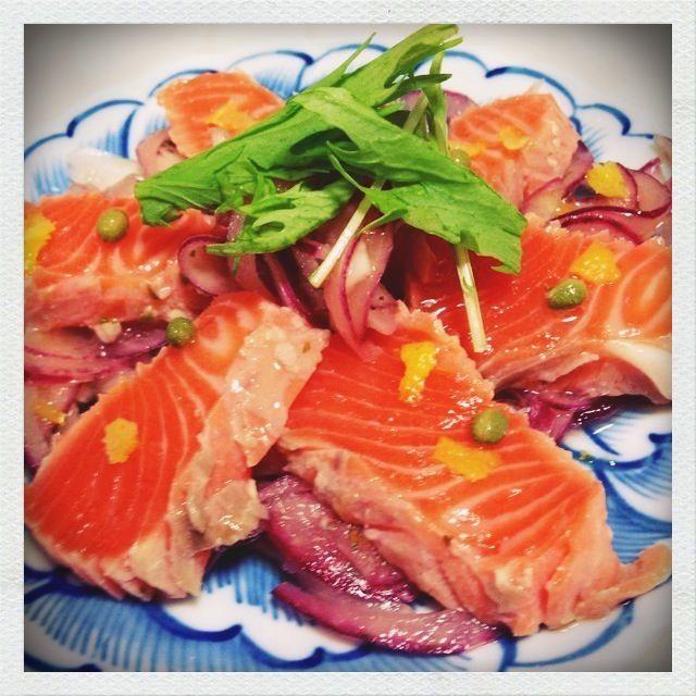 実山椒をたくさん冷凍したのですが何に使おうか…とレシピを探していたら、美味しそうなhi-raさんのスナップに一目惚れしてしまいました(((o(*゚▽゚*)o))) 実山椒の香りをとても良く活かしてくれたレシピです - 151件のもぐもぐ - hi-raさんの『山椒塩麹サーモンレアソテーのマリネ』(=゚ω゚)ノ by rie1370