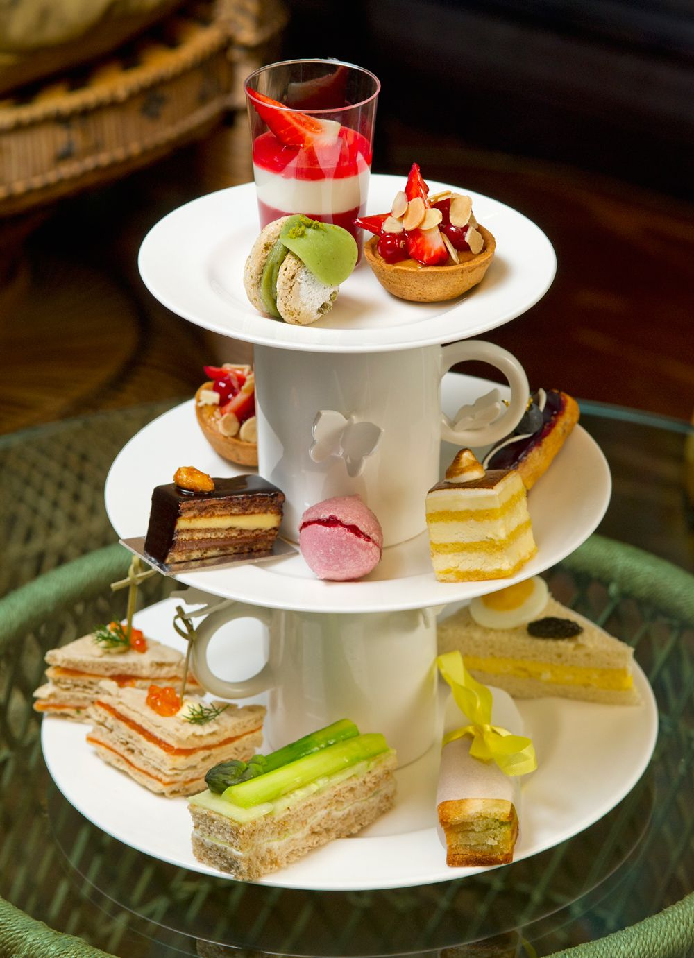 Glade Afternoon Tea Simple White Plates and Cups makes