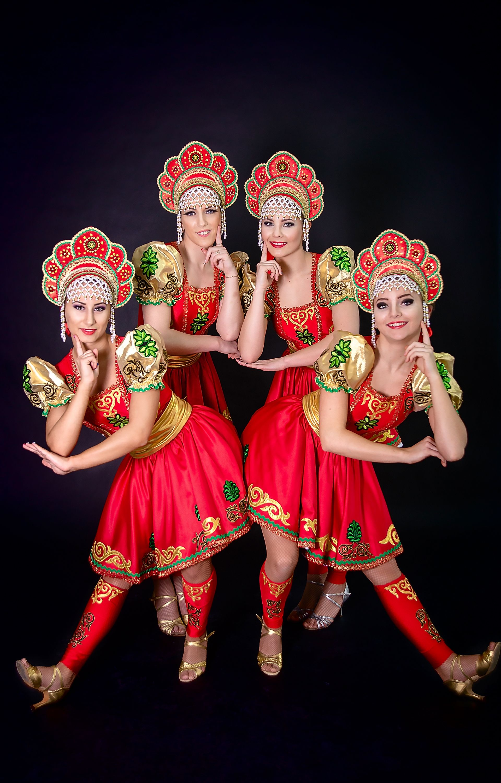 russkaya-devushka-tantsuet-vplotnuyu