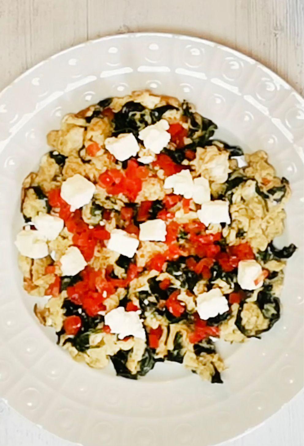طريقة عمل التوست المحمص بالجبن المقادير توست عدد 2 شريحة بيض أومليت جبن شيدر شرايح نوعين حلقات طماطم خس قطع صغ Cookout Food Arabian Food Toast Sandwich