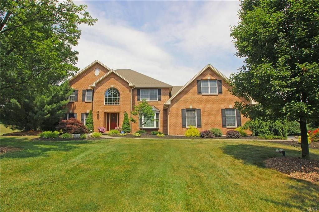 5293 Creekview Drive North Whitehall Twp Pa 18069 Mls 523972 The Peter Hewitt Team Whitehall Selling Real Estate House Styles