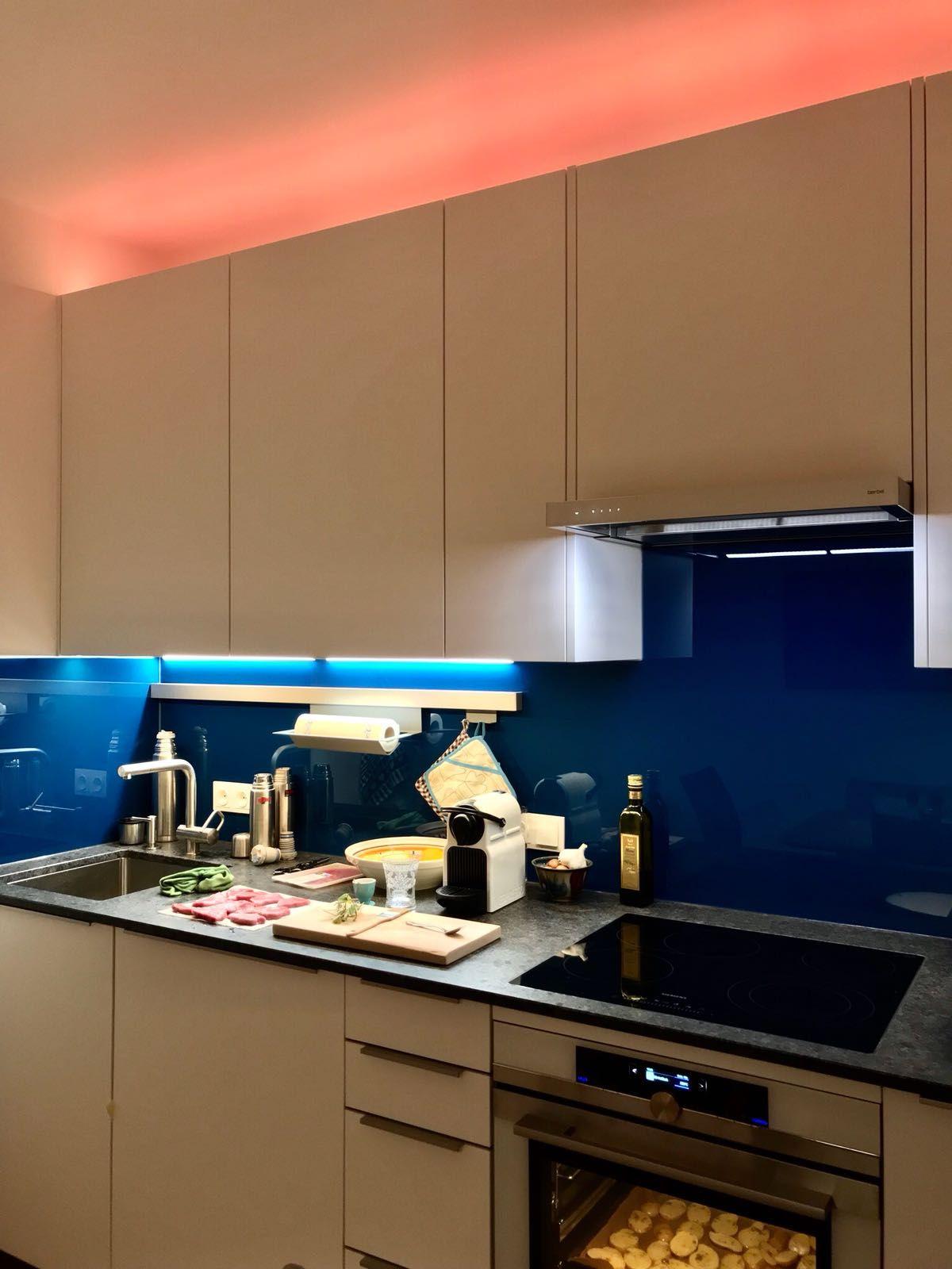 ledbeleuchtung in der küche mit wechselnder farbe