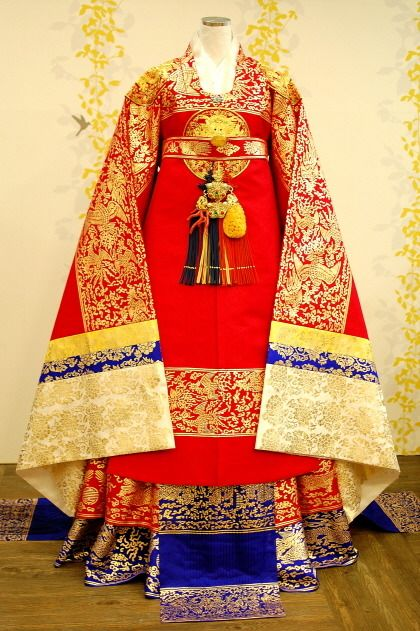 Royal Hanbok... really, really beautiful!