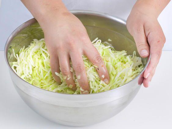 Krautsalat - das einfache Grundrezept | LECKER