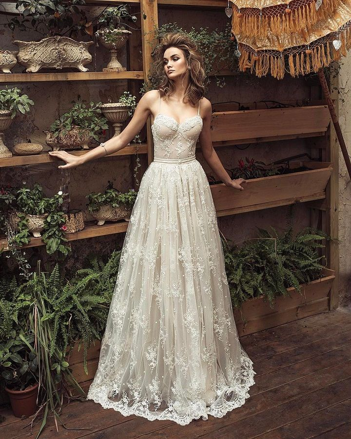 The Most Gorgeous Wedding Dresses | Spaghetti straps wedding dress | fabmood.com #weddingdress #weddinggown #bridalgown #laceweddingdress