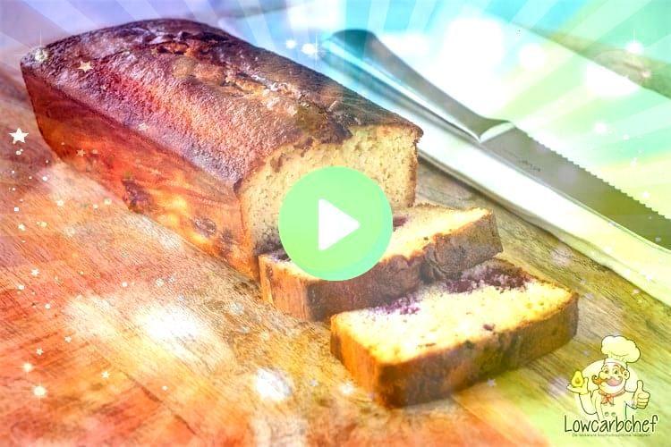 koolhydraatarme vruchtencake is makkelijk om te maken en lekker om te eten als snack of dessert bij een kopje koffie of theeDeze koolhydraatarme vruchtencake is makkelijk...
