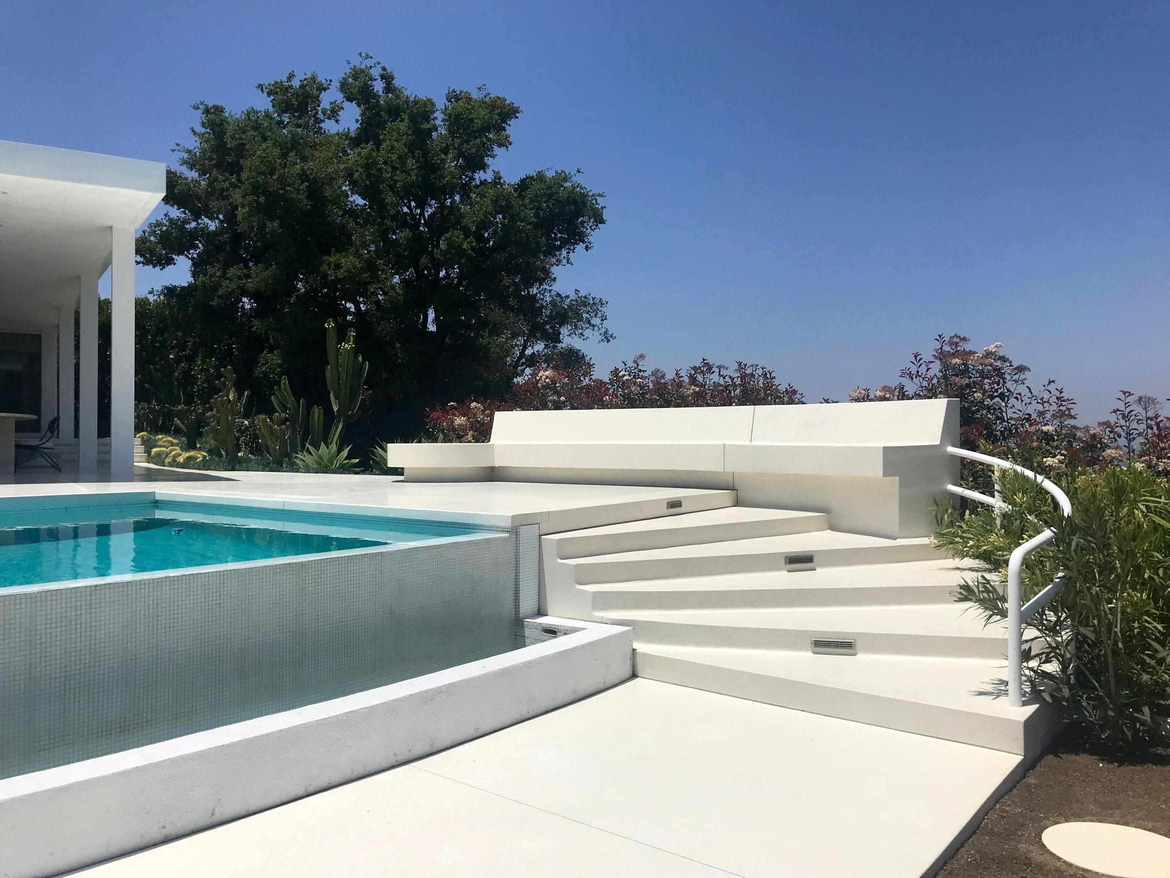 Residence Overlooking Mulholland Drive By Heusch Inc Mulholland Drive Los Angeles Homes Residences