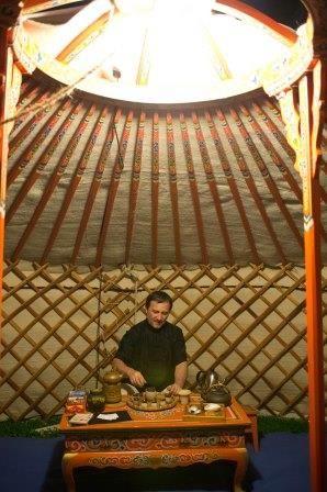 Lonato in Festival Artisti di strada e incanti dal mondo - La cerimonia del tè nella jurta mongola