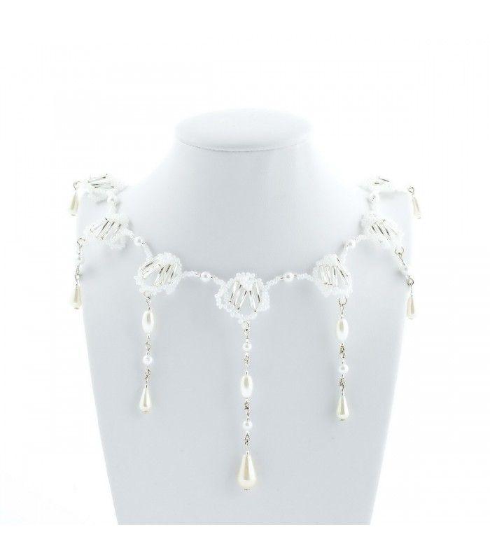 a573bcad3 Náhrdelník plesový stříbrnobílý   Šperky z korálků Korálky Janka ...