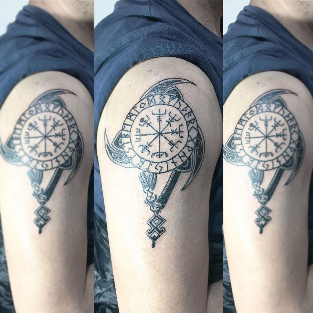 Compás vikingo @orkanga #tattoo #ink #tatuaje #tattoos #tatuajes #calbuco #vikingtattoo