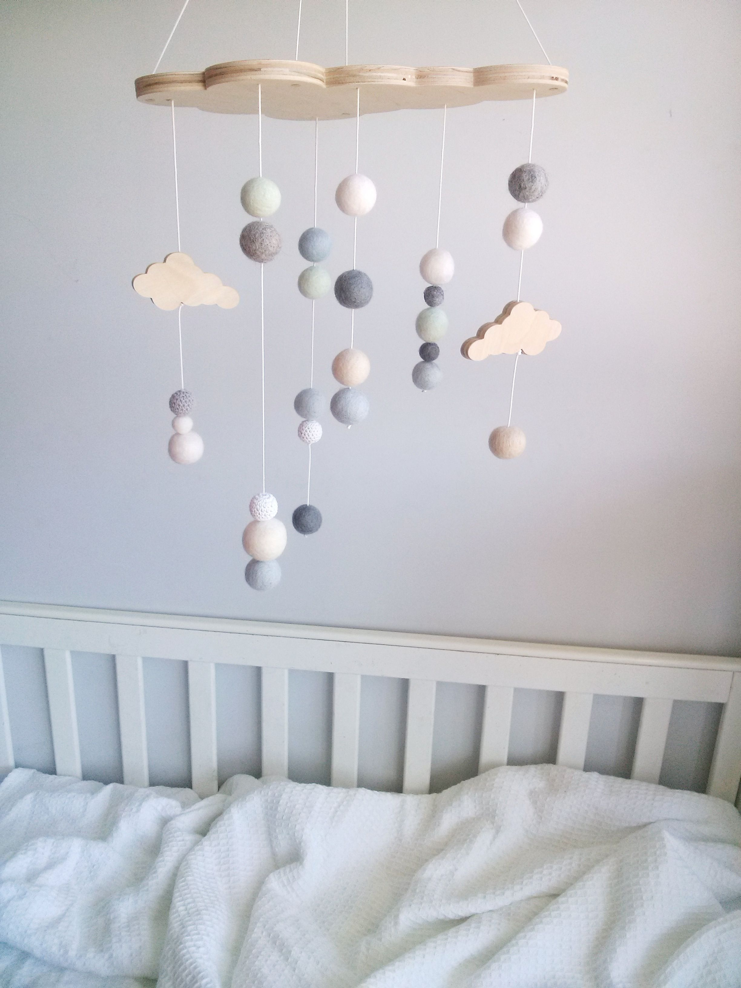 cloud mobile baby mobile filzkugel und wolke. Black Bedroom Furniture Sets. Home Design Ideas