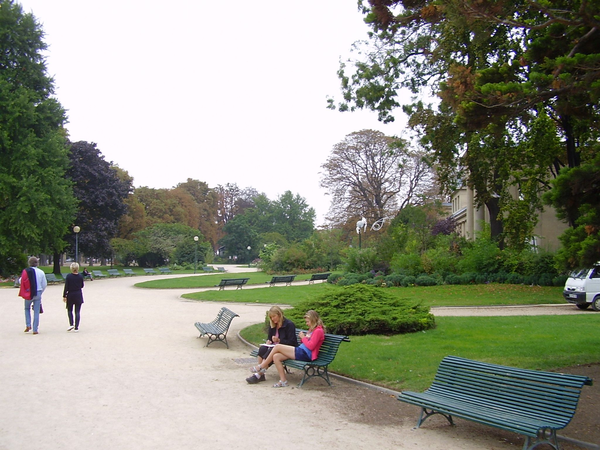 Jardim no início da Avenida Champs Elysees
