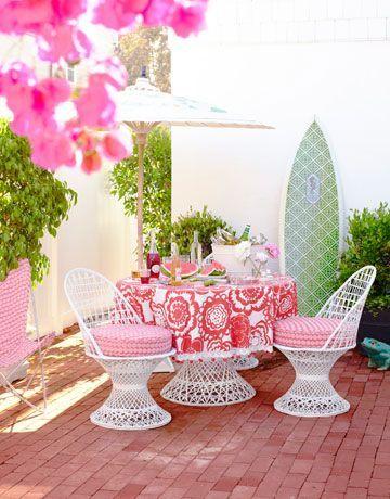 #SundayFunday #BackyardBrunch Beautiful Pinks www.housebeautiful.com