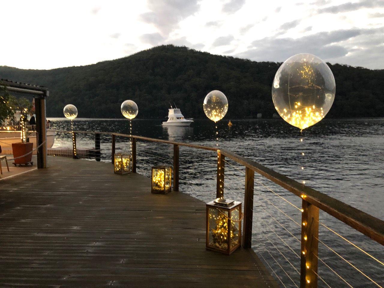 Es ist uns eine Ehre, Ihnen unsere wunderschönen Funkelnden Luftballons für eine Hochzeit zur Verfügung zu stellen. So ein besonderer Ort, in einer wunderschönen Ecke der Welt.