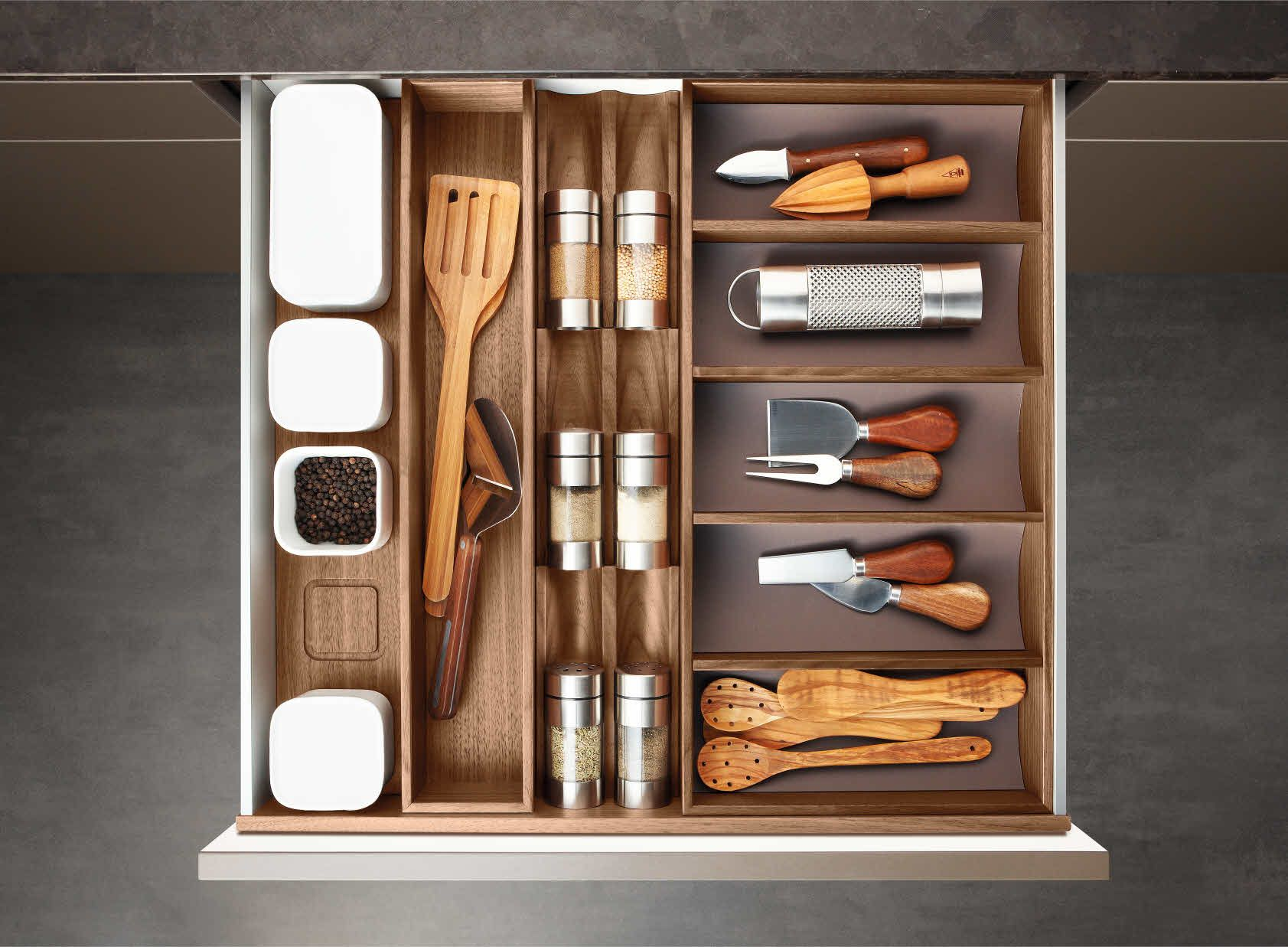 Kitchen drawer inserts for spices - Poggenpohl Accessories Drawer With Spice Jar Bank Spice Shaker Bank And Curved Inserts