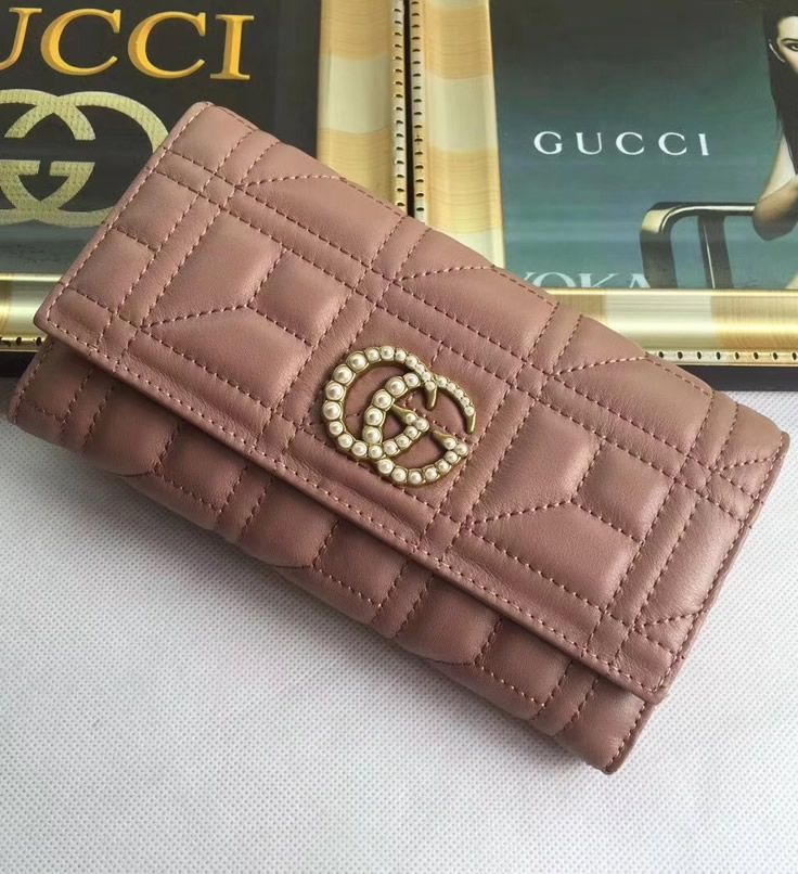 d43608590fe Interior of Gucci GG Marmont continental wallet is special. Not only you  get 12 credit card slots but you will also have 2 additional pockets and a  zipper ...