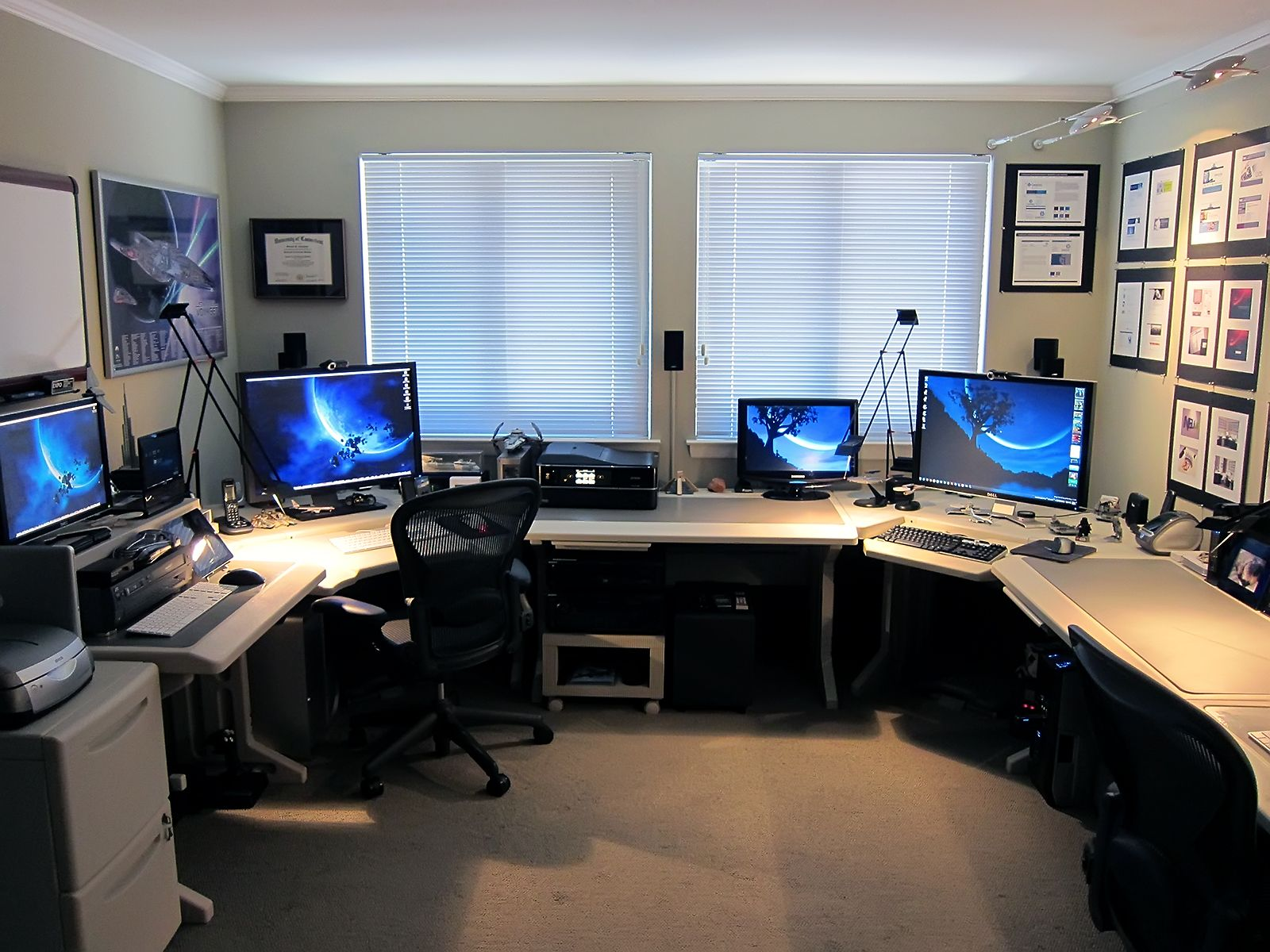 Home Office Desk Setup Using Multiple Monitors Tech Home Office Tecnología En