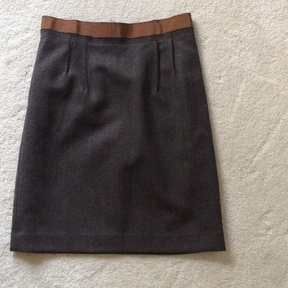 Ann Taylor Loft Pencil Skirt 2 Great details on this work appropriate lightweight skirt. Tweed pattern and brown/gold Darin ribbon waist with exposed zipper back.  Adds a little spice to your work wardrobe. Ann Taylor Skirts Pencil
