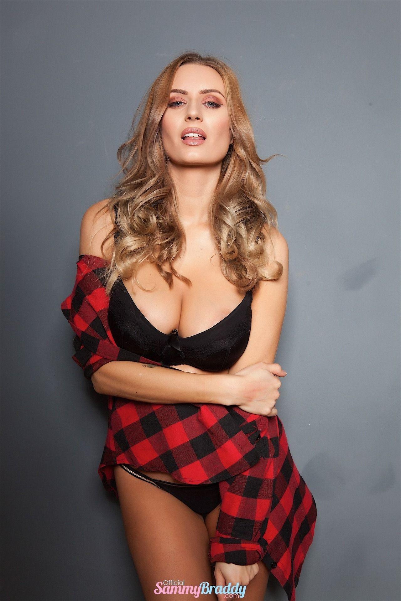 mature lingerie Sammy