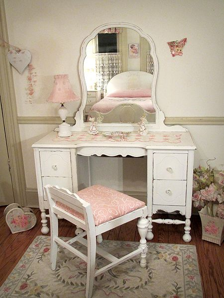 vintage shabby chic vanities forever pink hair beauty that i love pinterest coiffeur. Black Bedroom Furniture Sets. Home Design Ideas