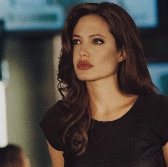 Angelina Jolie Mr And Mrs Smith Interview S T O N E D Angelina Jolie Style Angelina Jolie Beauty