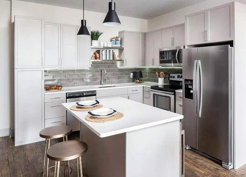 Small L Shaped Kitchen With Island Glass Backsplash Quartz Countertops Simple Kitchen Design Kitchen Design Small Small L Shaped Kitchens