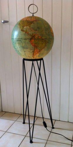 gros globe terrestre vintage lumineux sur pied haut. Black Bedroom Furniture Sets. Home Design Ideas