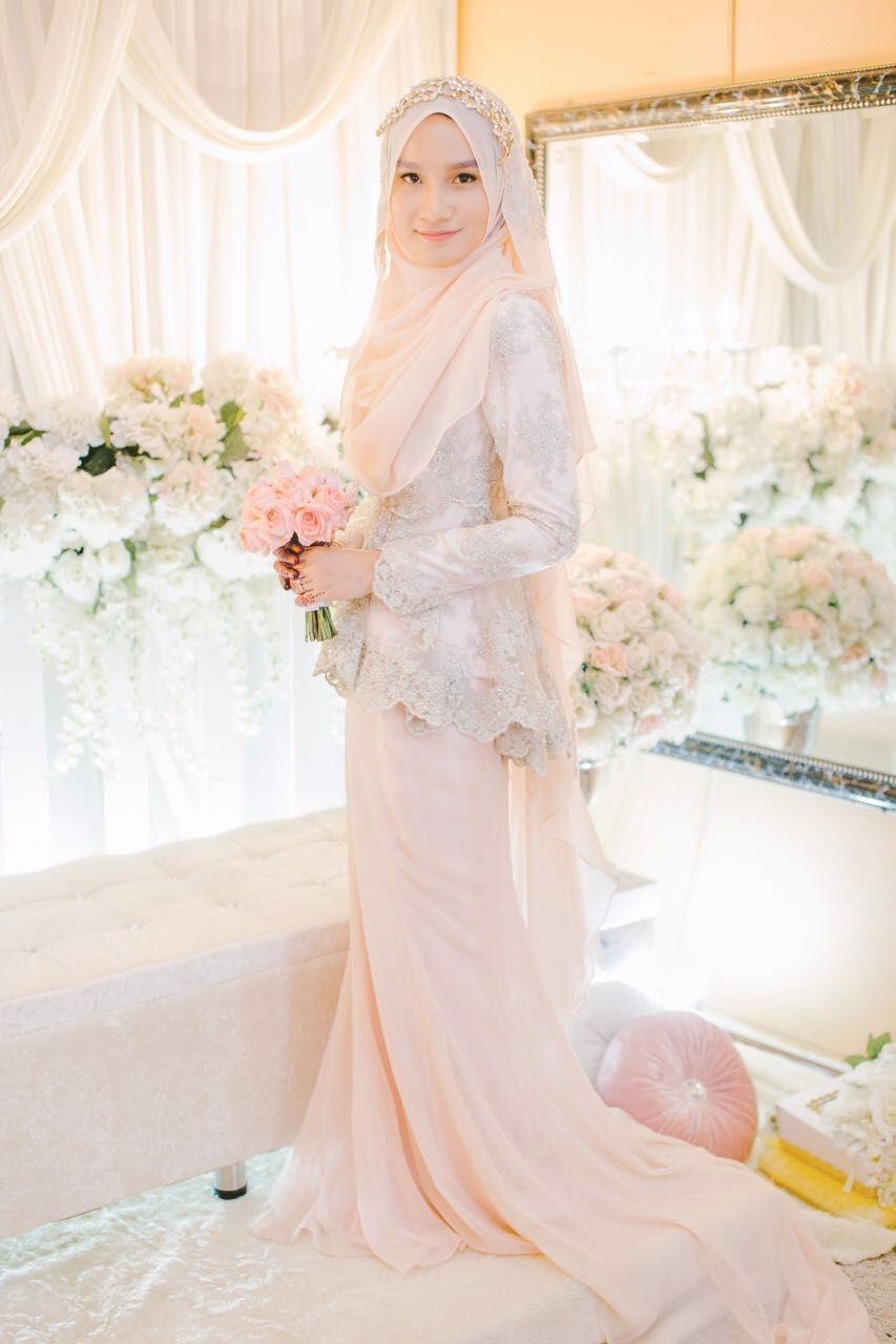 Blush peplum dress for solemnization   Gaun pengantin sederhana