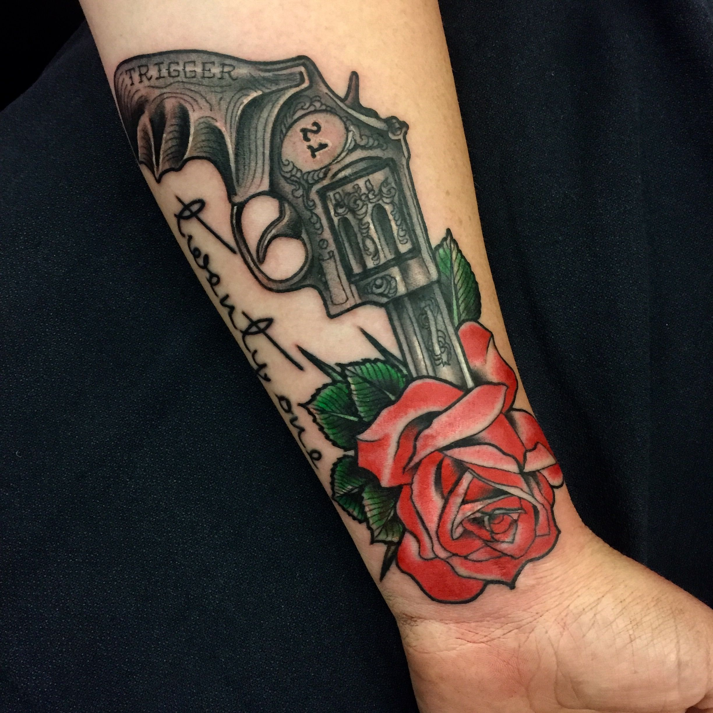 revolver and rose by luke wessman rose rosetattoo guntattoo lw tattoos pinterest. Black Bedroom Furniture Sets. Home Design Ideas