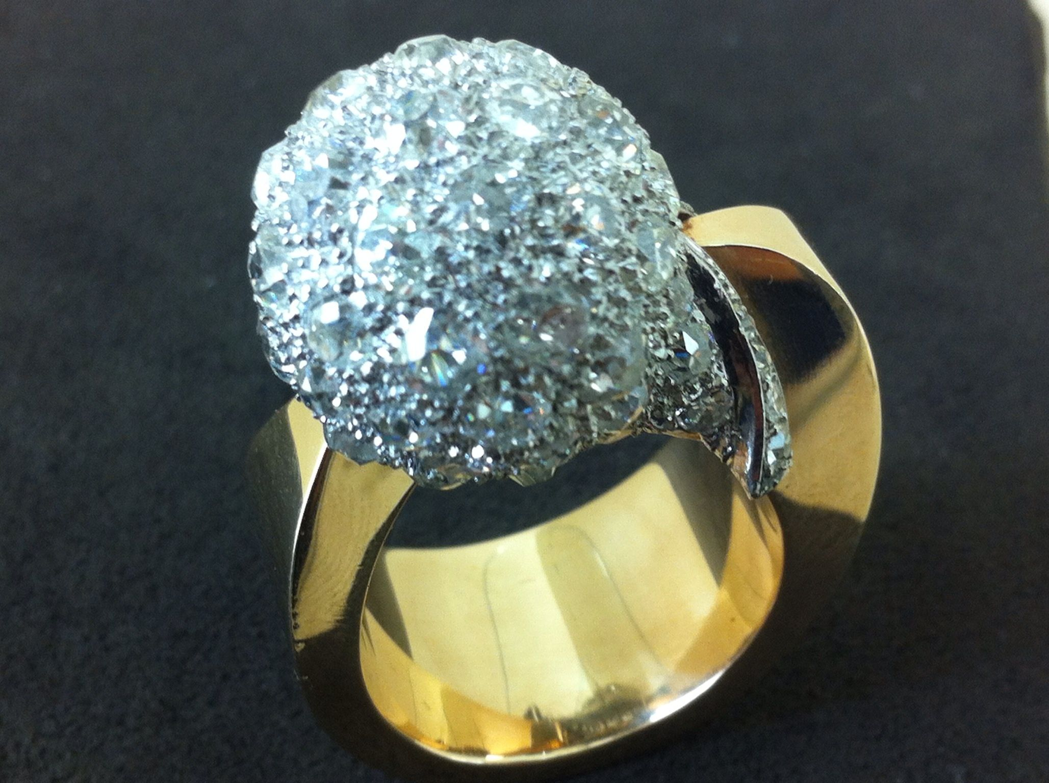 Forties american ring yellow gold and Diamond pavé sphere USA 1940