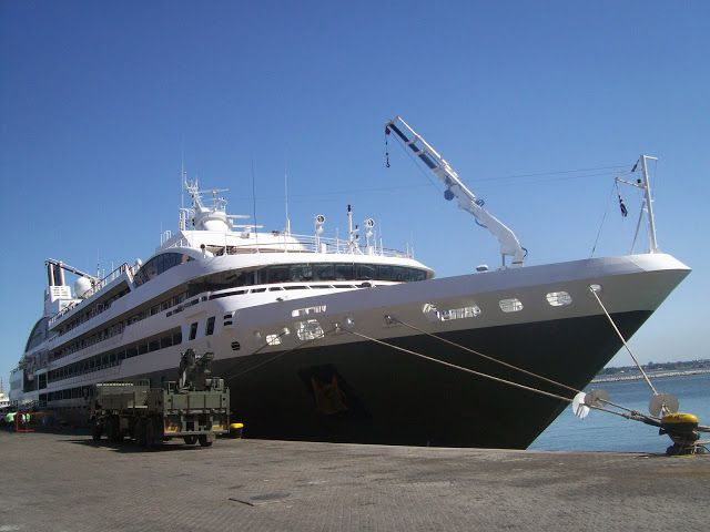 CRUCEROS EN URUGUAY: L´Austral y Costa Favolosa, los cruceros en Urugua...