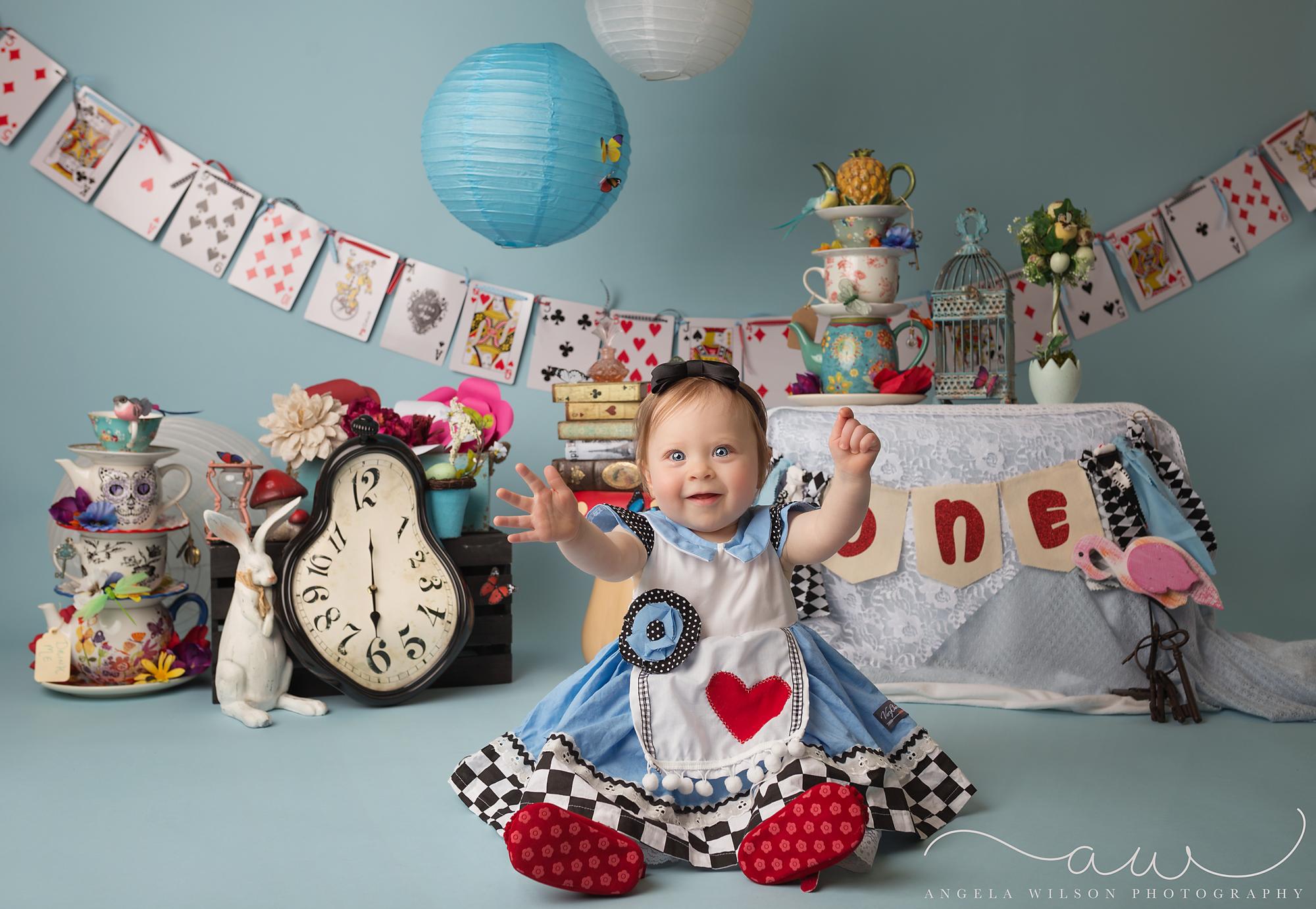 Www Angelawilsonphotography Com Alice In Wonderland Cake Smash