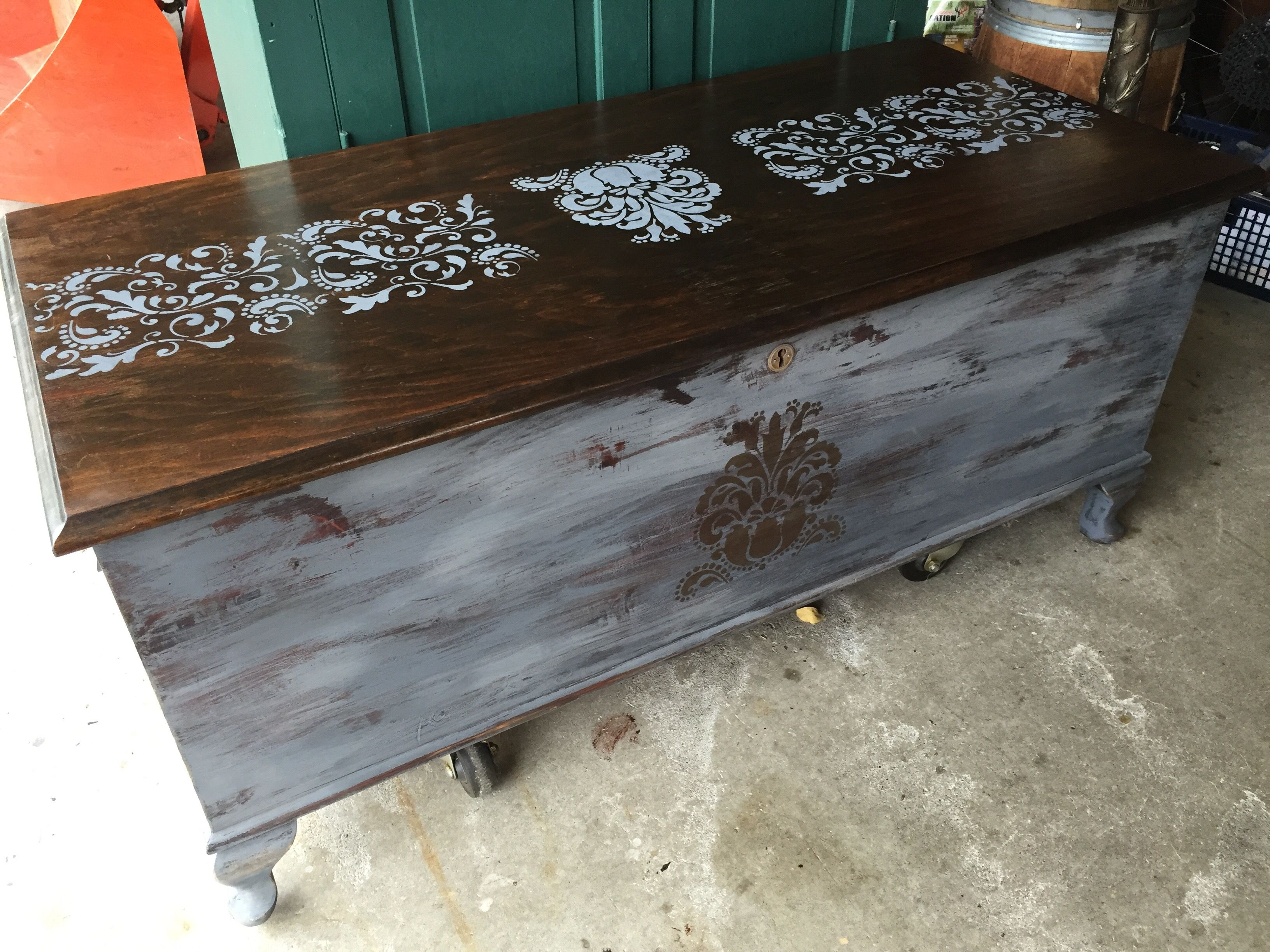 Repurposed Vintage Landau Cedar Chest With Chalk Paint And Stencil