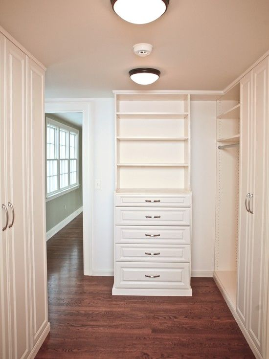Hadn T Thought Of That Offset Door Hummm Walk Through Closet Design Pictures Remodel Decor And Ideas Walk Through Closet Closet Bedroom Master Closet