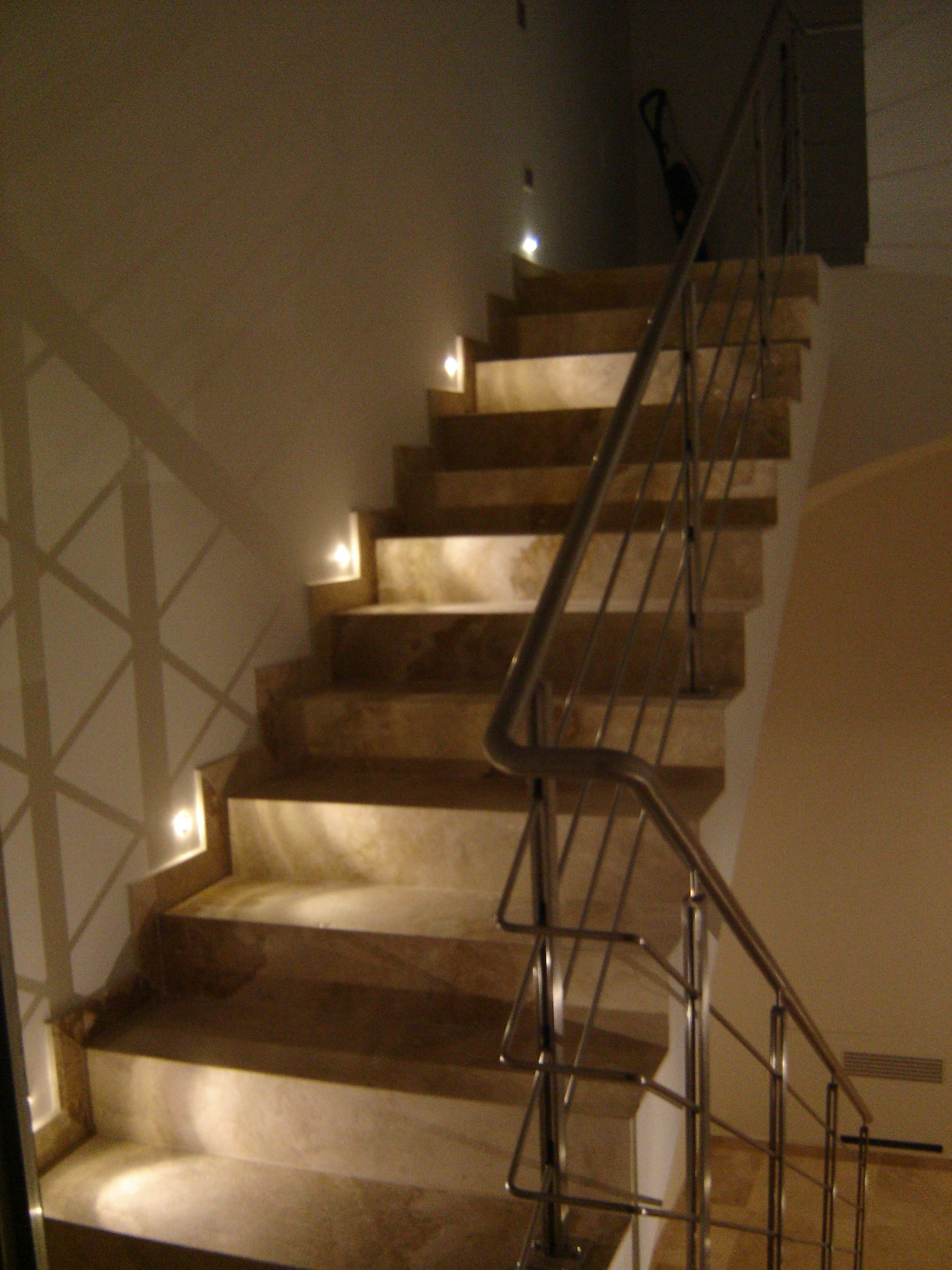 Illuminazione led scala la cava senese pinterest - Illuminazione scale a led ...