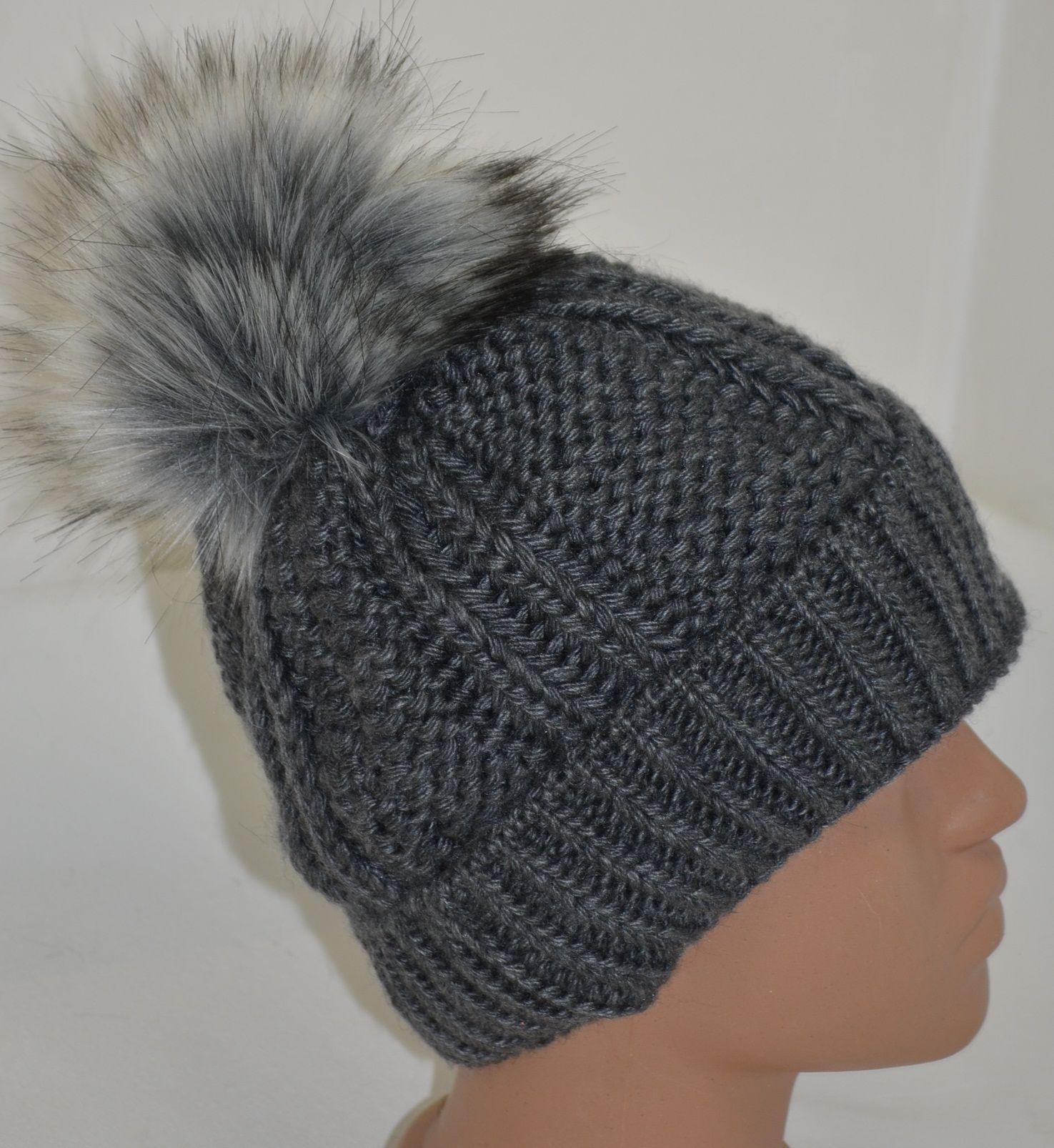 Плетена сива шапка с пъхкав сив помпон със светли крайчета, Онлайн магазин Моник