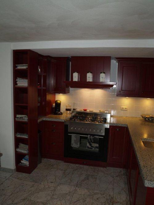 Vri interieur landelijke keuken klassiek rood met terrazzo blad ...