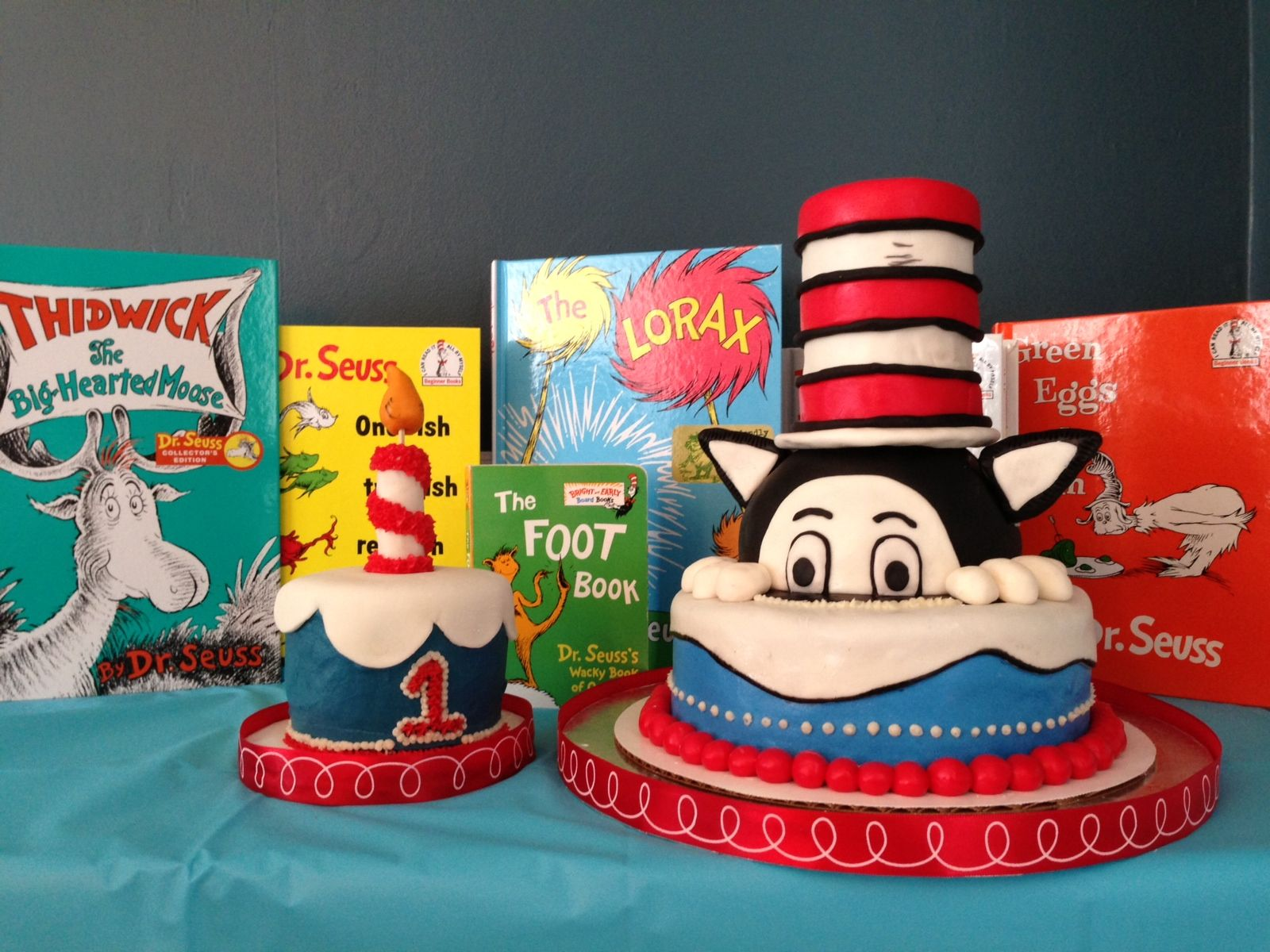 Dr Seuss Cake And Smash Cake Combo Cakes By Calynne Dr