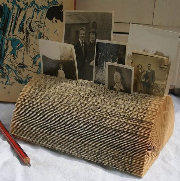 Reuse old books and newspapers 16 surprising craft for Book craft ideas