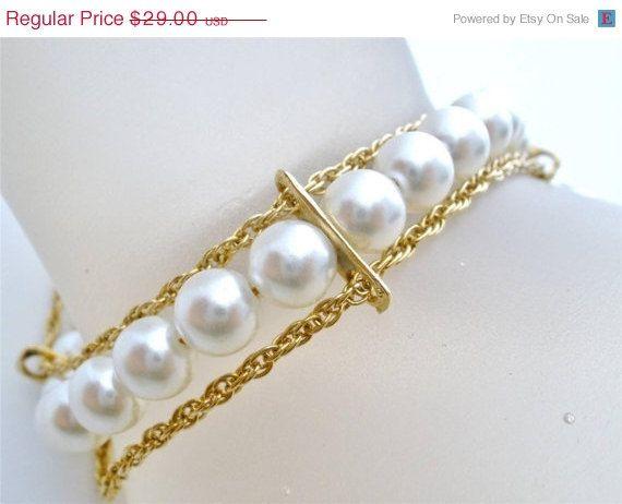 Lovely Vintage Gold tone Link Chain Faux Pearl Bracelet