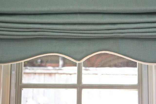 Roman shade trim - could add this to ours very easily! Make it look - badezimmer gardinen rollos
