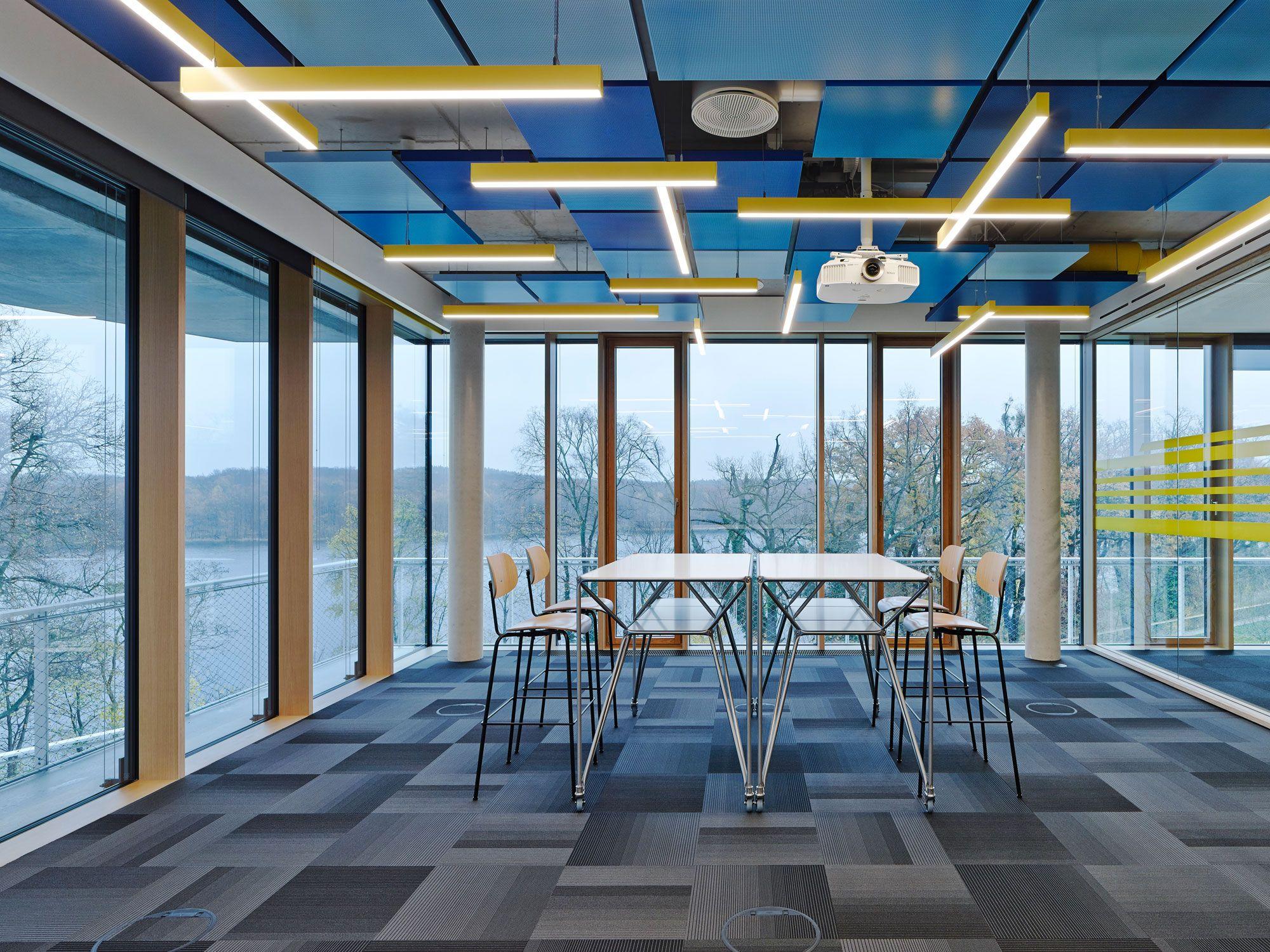 Die Steh-, Arbeits- und Besprechungstische der Design Thinking Line ...