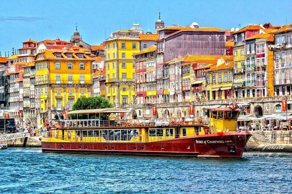 Lindas são as cores do Porto, a cidade histórica que deu nome a Portugal, a cidade invicta, que nunca foi derrotada.  Porto - Portugal  Foto: Portugal - The Tourist Experience